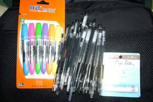 水笔、荧光笔、润唇膏