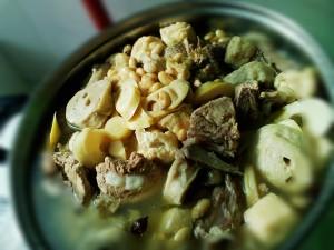 黄豆面筋竹笋排骨汤